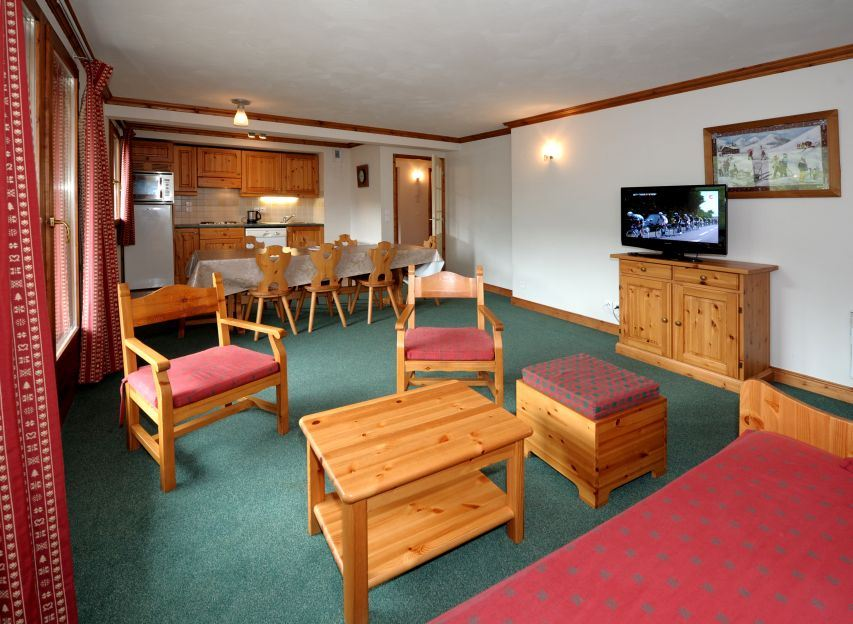4 Rooms 8 Pers ski-in ski-out / LES CRISTAUX 23